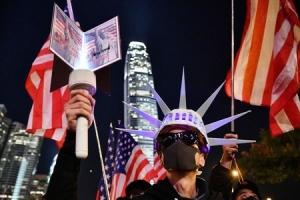 香港の民主化運動で米国へ感謝の意を表するためコスプレに挑む香港市民